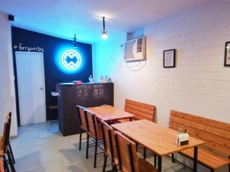 Mando's_wing_shack_antipolo_street_makati_city_ferrywrites