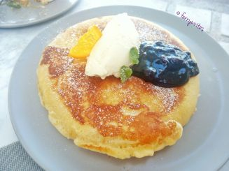 blueberries_and_cream_pancake_the_sunny_side_cafe_ferrywrites