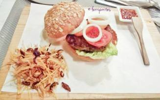 The_sunny_side_chori-burger_the_sunny_side_cafe_ferrywrites